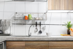 Interior blanco del fregadero de cocina Imagen de archivo
