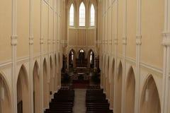Interior bonito da perspectiva da catedral katolic Fotografia de Stock Royalty Free