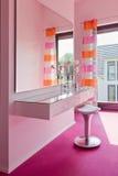 Interior bonito de um banheiro moderno fotos de stock royalty free