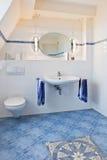 Interior bonito de um banheiro moderno fotografia de stock royalty free