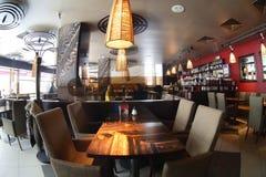 Interior bonito do restaurante moderno imagem de stock royalty free