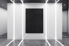 Interior branco abstrato com quadro de avisos vazio Fotografia de Stock Royalty Free