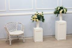 Interior branco brilhante limpo luxuoso fotografia de stock