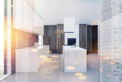 Interior branco e de madeira moderno da cozinha tonificado Imagens de Stock
