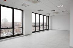 Interior brandnew branco do escritório imagens de stock royalty free