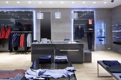 Interior brandnew da loja de pano imagem de stock royalty free