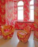 Interior brillante con dos sillas Foto de archivo libre de regalías