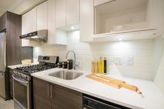Interior brillante moderno de la cocina Fotos de archivo