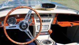 Interior británico clásico del automóvil descubierto Fotos de archivo libres de regalías