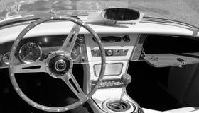 Interior británico clásico del automóvil descubierto Fotos de archivo