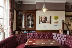 Interior británico tradicional del pub imagen de archivo