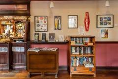 Interior britânico tradicional do bar imagens de stock royalty free