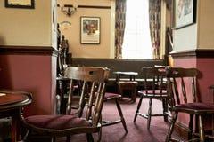 Interior britânico tradicional do bar imagens de stock