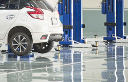 Free Interior Car-care Center. The Electric Lift For Cars In The Service Center Royalty Free Stock Photos - 78349448