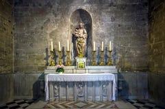 Interior católico da catedral. Salão de beleza de Provence. foto de stock royalty free