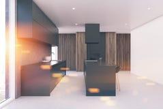 Interior cinzento e de madeira moderno da cozinha tonificado Fotos de Stock Royalty Free