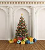 Interior clásico con el árbol de navidad y la columna iónica ilustración del vector