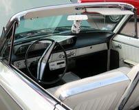 Interior clásico del coche con los dados Imagen de archivo