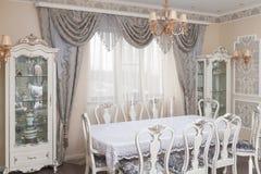 Interior clásico del comedor del estilo Fotos de archivo