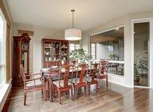 Interior clásico del comedor en casa lujosa Foto de archivo libre de regalías