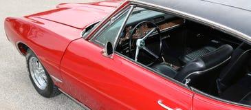 1969 interior clásico rojo sangre de Pontiac GTO Fotos de archivo libres de regalías