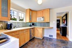 Interior claro moderno da sala da cozinha do tom Foto de Stock