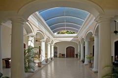 Interior colonial español del edificio Fotografía de archivo libre de regalías