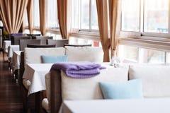 Interior colorido del café Imagen de archivo