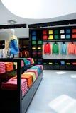 Interior colorido del departamento de la ropa Fotografía de archivo
