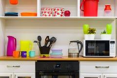 Interior colorido moderno da cozinha foto de stock