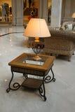 Interior com uma lâmpada de mesa Fotografia de Stock