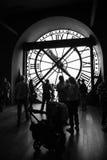 Interior con el reloj famoso en el museo de Orsay Imagen de archivo libre de regalías