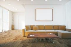 Interior con el sofá y el marco Imagenes de archivo