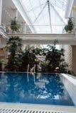 Interior con la piscina Fotos de archivo libres de regalías