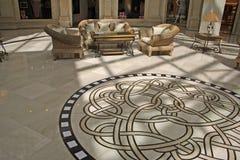 Interior con un ornamento en un suelo Imagen de archivo