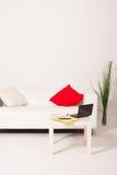 Interior con un sofá y un cuaderno Imagen de archivo libre de regalías