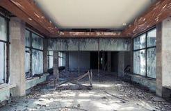 Interior constructivo abandonado Perspectiva del pasillo Imagen de archivo