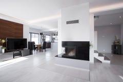Interior contemporáneo brillante de la mansión Foto de archivo libre de regalías