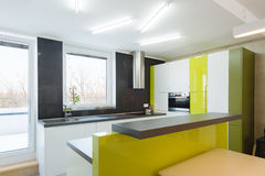 Interior contemporáneo de la cocina Foto de archivo libre de regalías