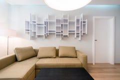 Interior contemporáneo de la sala de estar Imágenes de archivo libres de regalías