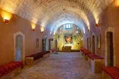 Interior da basílica de Arkadi Monastery na Creta, Grécia fotografia de stock