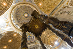 Interior da basílica de Peter de Saint em Vatican imagem de stock