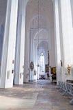 Interior da basílica de St Mary em Gdansk imagens de stock royalty free