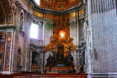 Interior da basílica de St Peter s imagens de stock