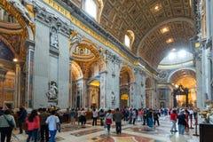 Interior da basílica do St Peter em Roma fotos de stock