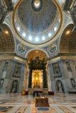 Interior da basílica do St Peter em Roma imagens de stock royalty free