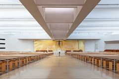 Interior da basílica menor moderna da maioria de trindade santamente Imagem de Stock Royalty Free