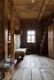 Interior da cabana do russo Imagens de Stock