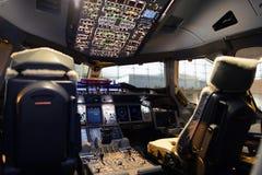 Interior da cabina do piloto de aviões Fotos de Stock Royalty Free
