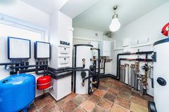 Interior da caldeira moderna com uma caldeira em uma bomba boa profunda Imagem de Stock Royalty Free